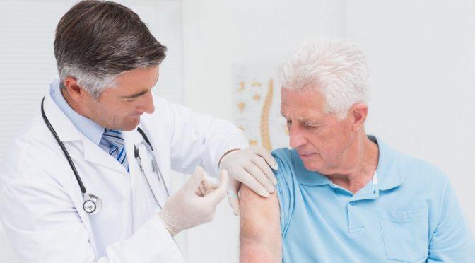 5 razões para os idosos não deixarem de tomar a vacina contra a gripe