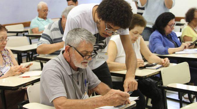 No Brasil, quase 27 mil idosos fazem cursos de graduação
