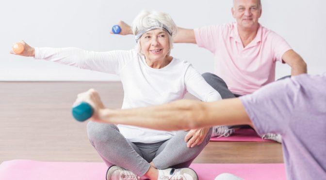 Exercícios na terceira idade: para viver mais, o treino é livre