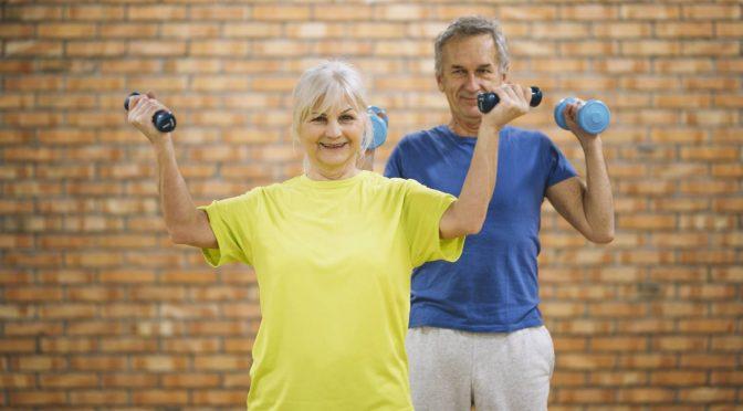 Coronavírus e atividade física: idosos devem se movimentar mesmo em isolamento doméstico