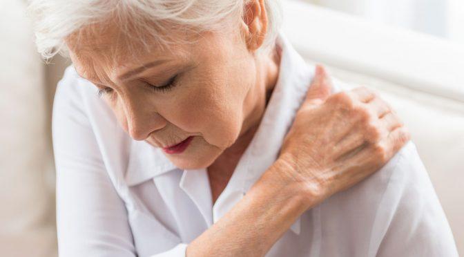 Dor nos idosos não deve ser considerada uma característica normal do envelhecimento