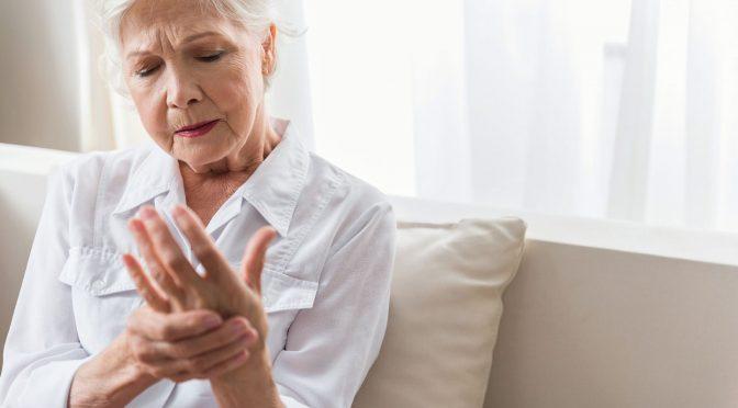 Pacientes com osteoporose devem intensificar cuidados evitando fraturas durante a pandemia