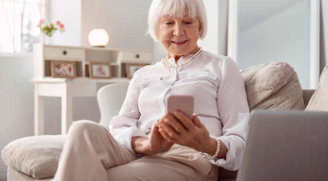 Pesquisa mostra exclusão de idosos do mundo digital e da escrita
