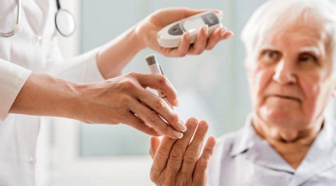 10 cuidados especiais para idosos com diabetes