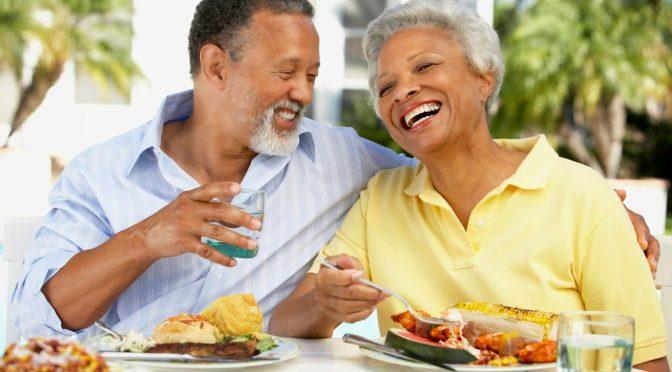 Alimentação deve ir mudando conforme envelhecemos; entenda os motivos