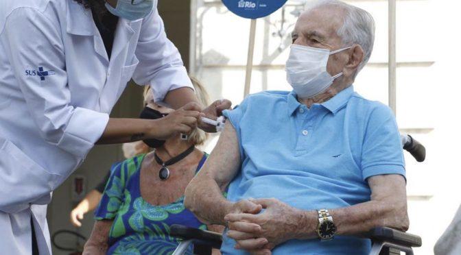 """""""Vacinação fake"""" em idosos: reflexões sobre o porquê disso ter acontecido"""