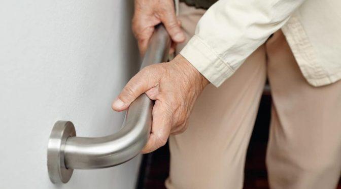 Como reduzir quedas no idoso