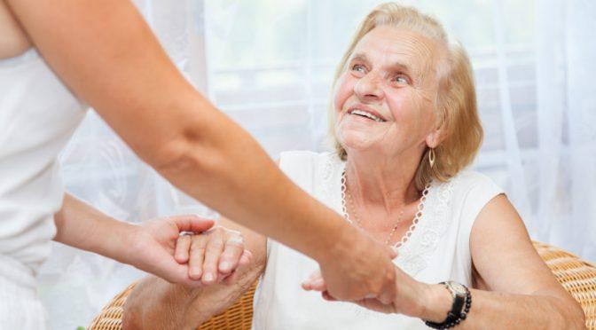 Como demonstrar mais paciência com os idosos?